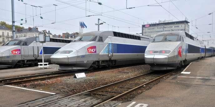 Environ six cents passagers du train de nuit, partis dimanche soir de Strasbourg à destination de Port-Bou et Nice, ne devraient atteindre leur destination qu'après 24 heures de voyage.