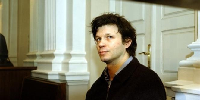 Bertrand Cantat, au palais de justice de Vilnius 18 Mars 2004, avant le début de la troisième et dernière journée de son procès.