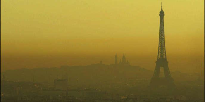 Les pics de pollution, parfois spectaculaires, ne rendent pas compte de l'exposition sur la durée à une concentration moyenne de polluants dans l'atmosphère.