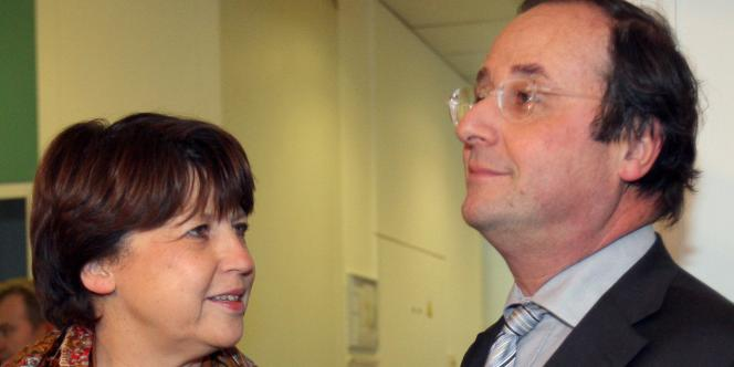 L'ancien premier secrétaire du PS François Hollande et Martine Aubry, le 26 novembre 2008, au siège du PS.