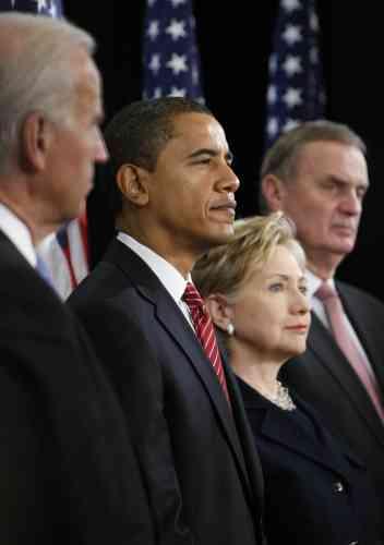 Le 1er décembre 2008, le président élu des Etats-Unis, Barack Obama, a nommé Hillary Clinton au poste de secrétaire d'Etat de sa future administration. Les anciens rivaux de la primaire démocrate vont tâcher de faire taire leurs différences.