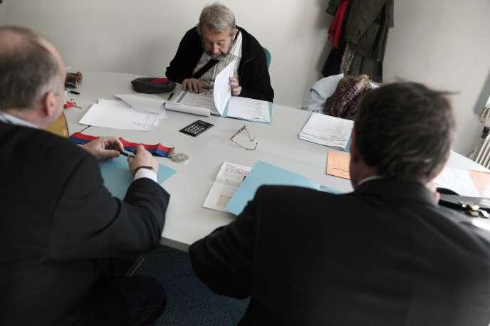 Avant le début d'une audience au conseil des prud'hommes à Paris, en novembre 2008.