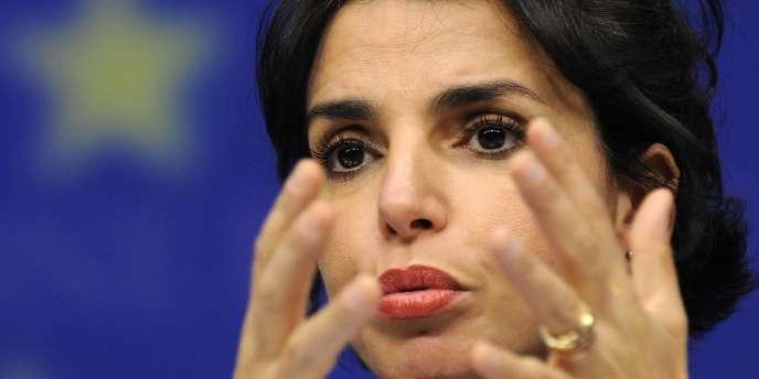 Rachida Dati cumule à son mandat parisien un siège de parlementaire européen. Elle est également candidate pour les législatives de 2012 et candidate à la succession de Bertrand Delanoë à la tête de la mairie de Paris en 2014.