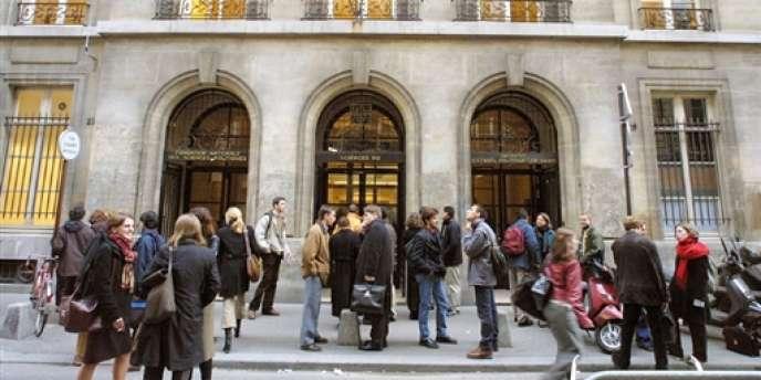 Vue de l'entrée de l'Institut d'études politiques de Paris.