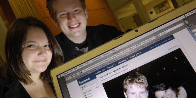 Des utilisateurs du réseau social Facebook, en novembre 2007.
