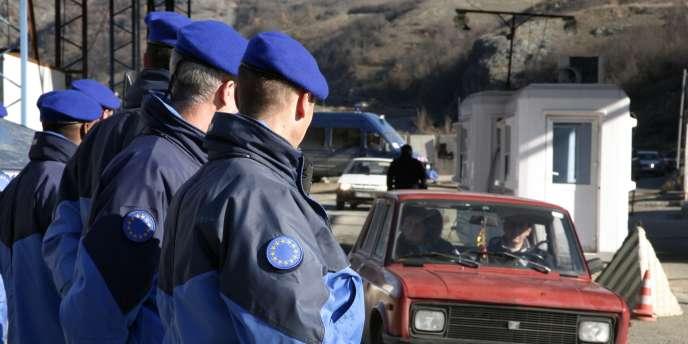 Des policiers français de la mission Eulex au Kosovo, le 9 décembre 2009.