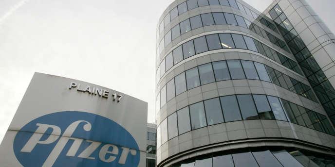 Selon Bloomberg, vingt-deux entreprises ont accumulé 984 milliards de profits logés dans des filiales à l'étranger, soit la moitié de tous les bénéfices offshore des entreprises américaines. Pfizer en occupe la troisième place, avec 69 milliards.