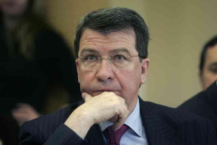 le ministre du travail, Xavier Darcos, souhaite résoudre rapidement le casse-tête des avantages de retraite accordés aux femmes.