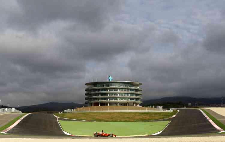 Pilote d'essai chez Ferrari, Luca Badoer, teste sa formule 1 sur le circuit d'Algarve.