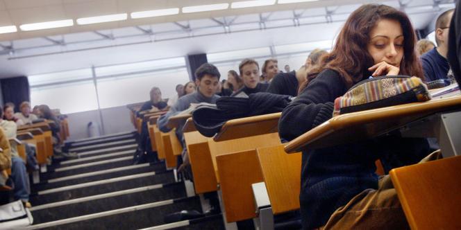 En septembre 2012, 38 500 nouveaux étudiants ont débarqué dans les amphithéâtres, portant le total des apprentis juristes, en France, à 204 171. Soit 16 % de plus en sept ans, puisqu'ils étaient 176 000 en 2005.