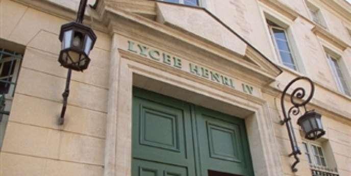 Devant du lycée Henri-IV, à Paris.
