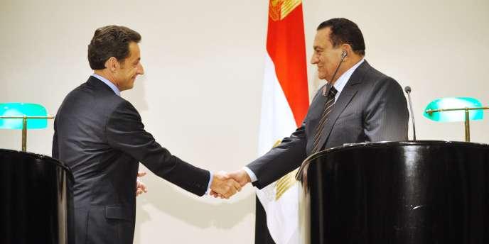 Nicolas Sarkozy et son homologue égyptien, Hosni Moubarak, mardi 6 janvier à Charm-el-Cheikh.
