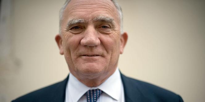 Charles Millon, ministre de la défense de mai 1995 à juin 1997, a fait part au juge de son
