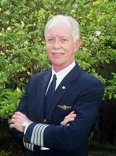 La photo du pilote était diffusée en boucle sur les chaînes de télévision  américaines, et le maire de New York a salué son héroïsme et son  professionnalisme.