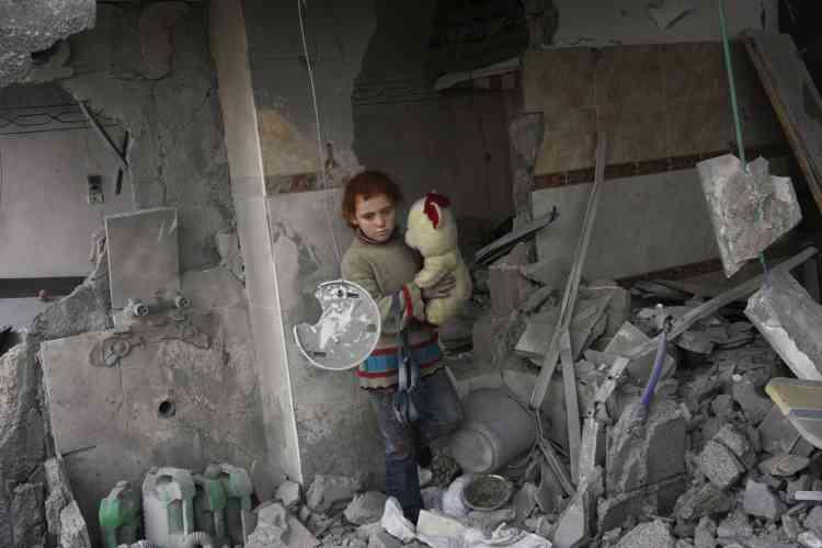 Lundi 19 janvier, après le cessez-le-feu, les habitants de Gaza sortent de chez eux pour trouver de la nourriture et rechercher leurs familles.