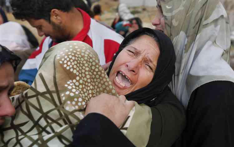 Pire encore que les dégâts matériels et les pertes d'argent :  1 300 Gazaouis ont trouvé la mort, en majorité des civils, et 5 300 autres ont été blessés. Ici, le cri de douleur d'une Palestinienne qui apprend que le corps de l'un de ses proches a été retrouvé dans des décombres.