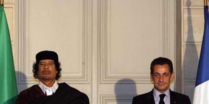Le 10 décembre 2007, M. Sarkozy recevait M. Kadhafi.
