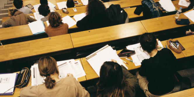 Un collectif d'étudiants dénonce le manque de pluralité dans cette discipline, dont il juge l'approche trop éloignée de la réalité.