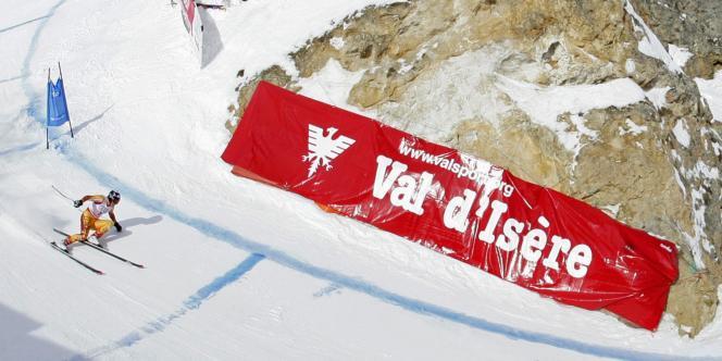 Le Canadien John Kucera dans la descente de Val-d'Isère, le 7 février 2009.