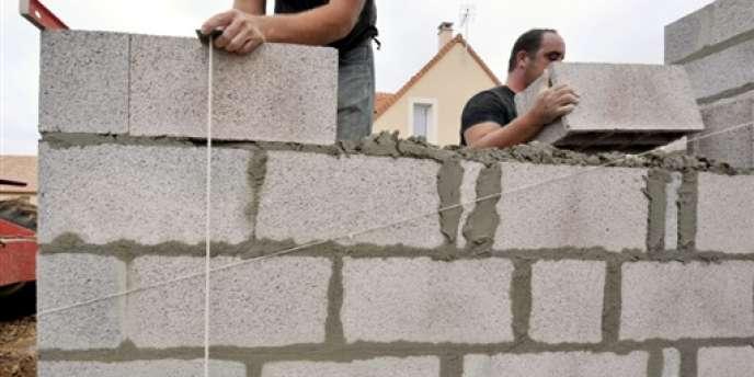 Il y a lieu d'opérer une ventilation entre le terrain et la construction, tant au niveau de la valorisation que de la durée de détention.