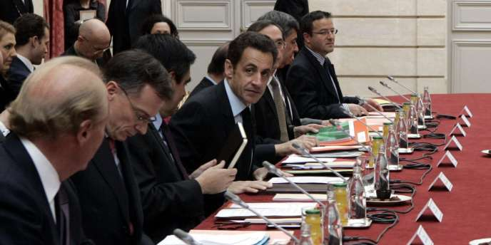 Nicolas Sarkozy a présenté mercredi aux partenaires sociaux un ensemble de propositions dont le total représente un coût de 1,65 à 2,65 mds d'euros pour l'Etat, dont la suppression d'une partie de l'impôt sur le revenu pour la première tranche.