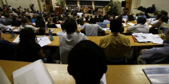 Des étudiants dans un amphithéâtre à l'université de Cape Town, en Afrique du Sud.