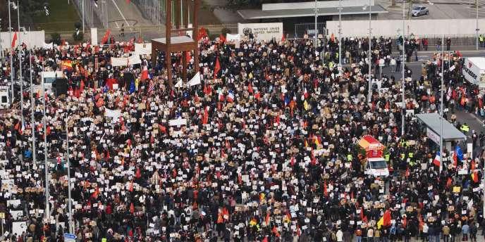 Manifestation de Tamouls devant le siège de l'ONU à Genève en 2009.