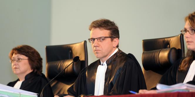 Exceptionnellement, le tribunal compte cinq magistrats au lieu de trois, dont le président de la cour, Thomas Le Monnyer.