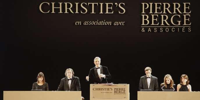 Vue du Grand Palais, à Paris, où avait lieu, le 23 février 2009, la première journée de la vente aux enchères des collections d'Yves Saint Laurent et Pierre Bergé.