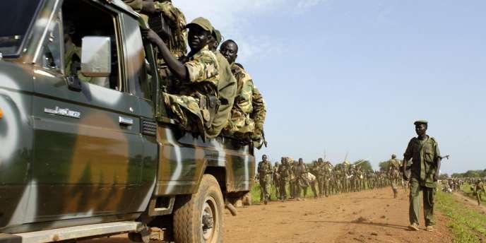 Des soldats du SPLA en manœuvre, en juin 2008.