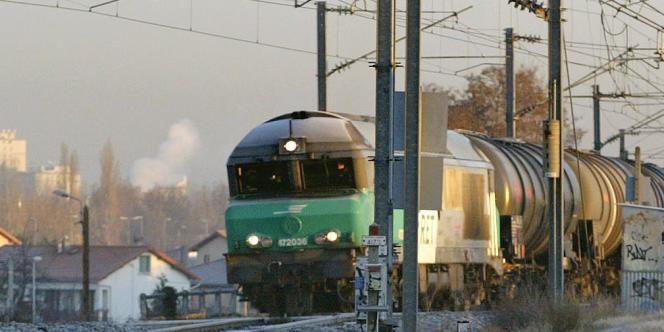 Un train de fret de la SNCF à Clermont-Ferrand, en décembre 2006.