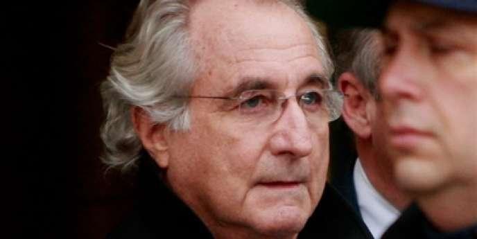 Bernard Madoff quittant la cour fédérale, le 14 janvier 2009 à New York.