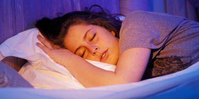 L'étude des rêves, activité cérébrale spontanée et incontrôlable, reste un défi.