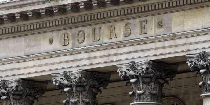 La rémunération moyenne des patrons du CAC 40 a baissé de 6,3 % en 2012, passant sous la barre des 4 millions d'euros. Celle des 80 autres présidents exécutifs, dont les sociétés figurent au SBF 120, a augmenté de 9,3 %.