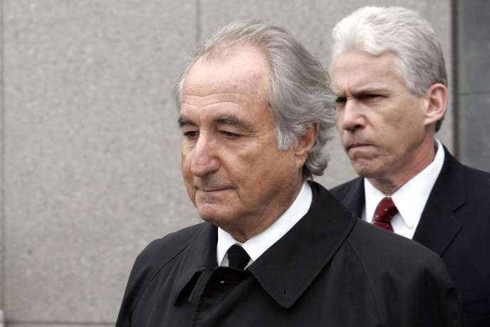 Bernard Madoff a été condamné en 2009 à 150 ans de prison par la justice américaine pour une escroquerie estimée entre 23 et plus de 65 milliards de dollars.