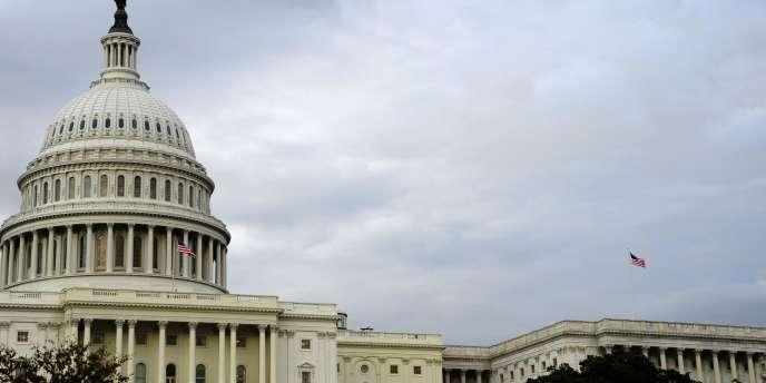 Les Etats-Unis devraient faire baisser leur déficit public de plus de 40 % au cours de l'exercice fiscal 2013 pour le ramener à 642 milliards de dollars.