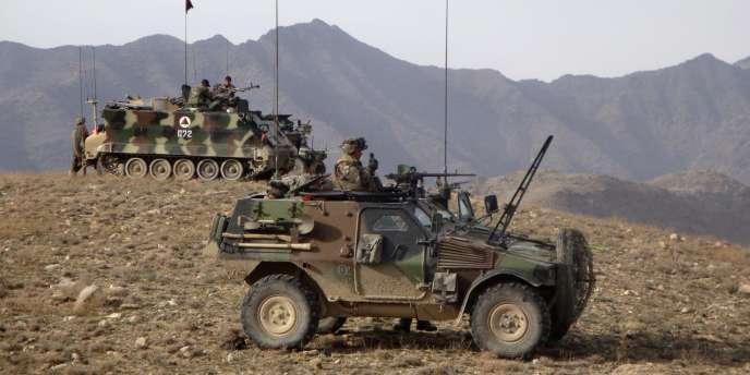 Forces spéciales françaises et soldats afghans déployés dans la vallée d'Uzbin, dans la province de Kaboul, le 12 mars 2009.