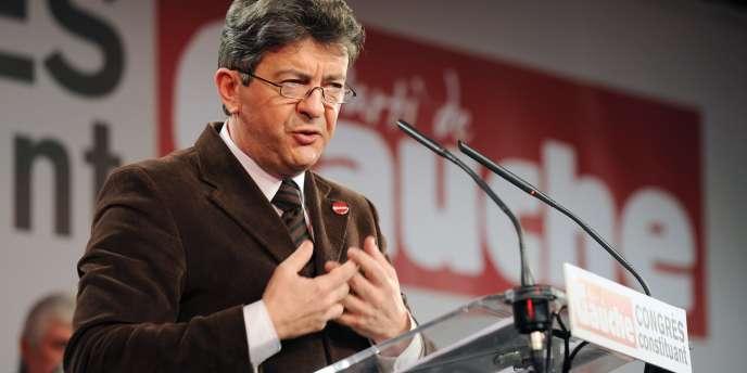 Jean-Luc Mélenchon, sénateur et fondateur du Parti de Gauche (PG), s'exprime devant des militants lors d'un meeting, le 1er février 2009 à Limeil-Brévannes.