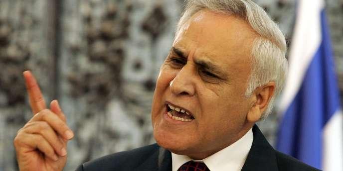 L'ancien président israélien Moshé Katzav, condamné en 2011 pour deux viols, est resté libre dans l'attente de son procès en appel.
