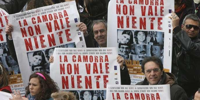 Manifestation contre la Camorra, la mafia napolitaine, à Naples.