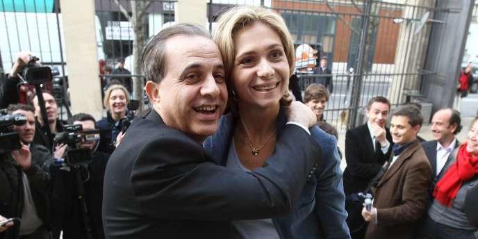 Valérie Pécresse, désignée le 22 mars 2009, tête de liste de l'UMP aux régionales par les militants, et Roger Karoutchi posent à l'issue d'une réunion au conseil régional, à Paris, le 23 mars 2009.