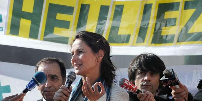 Des politiques, entre autres, se mobilisent pour sauver JDM, dont La présidente (PS) de la région Poitou-Charentes, Ségolène Royal. En mars 2009, Mme Royal était déjà mobilisée pour les salariés d'Heuliez, la