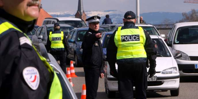 Un contrôle de police à la frontière franco-allemande en mars 2009.
