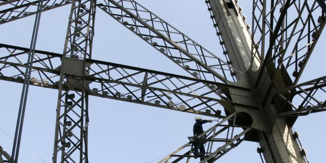 La tour Eiffel est le monument payant le plus visité du monde.