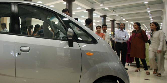 En Inde, l'année fiscale 2012-2013, close fin à mars, s'est achevée avec à peine 1,9 million de voitures particulières vendues.