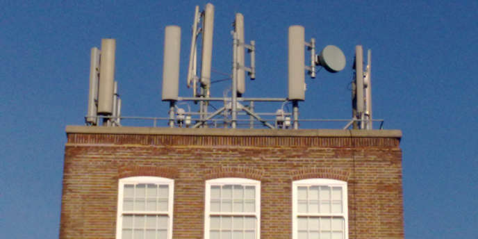 Des antennes-relais.