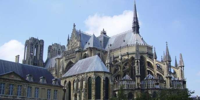 La cathédrale de Reims fête ses 800 ans d'existence avec la restauration achevée du portail nord de la façade et de sa statuaire.
