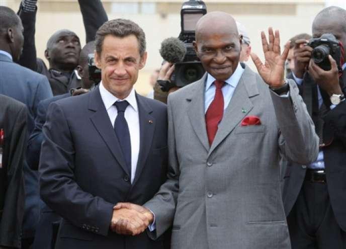 Nicolas Sarkozy et le président sénégalais, Abdoulaye Wade, le 26 juillet 2007 à Dakar.
