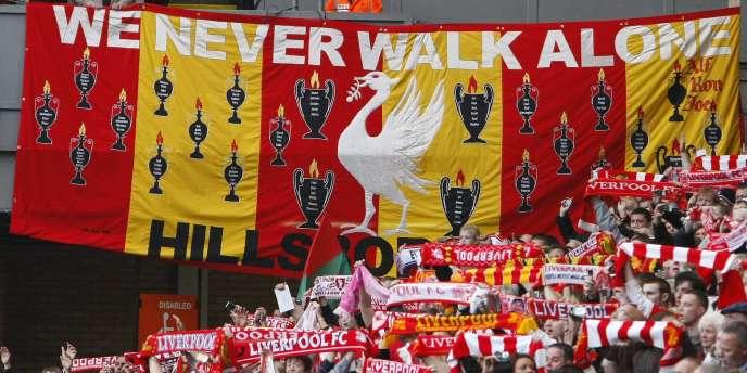 En 2009, les fans de Liverpool avaient rendu hommage aux victimes de la tragédie de Hillsborough, survenue 20 ans plus tôt à Sheffield.