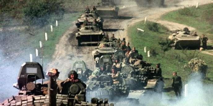Les troupes russes se dirigent vers la Tchétchénie, le 2 octobre 1999.